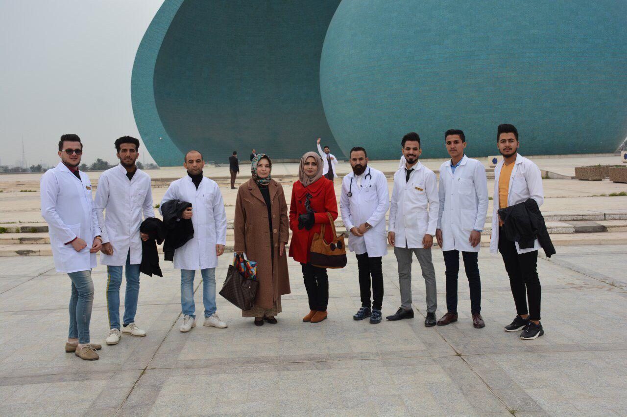 كلية التمريض تنظم زيارة ثقافية الى نصب الشهيد