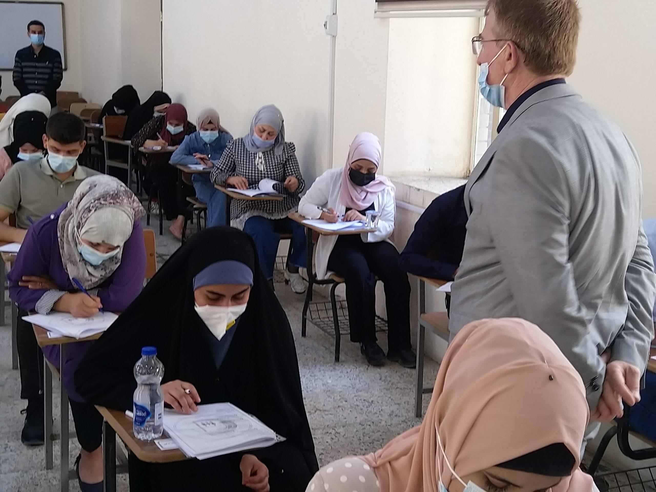 اجراء الامتحان التنافسي للتمتقدمين للدراسات ( الدكتوراه ,الماجستير , والدبلوم العالي)  للعام الدراسي( 2021-2022 ).
